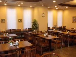 朝は、朝食レストラン『花茶屋』、夜は朝食レストラン『花々亭』が営業いたします☆.。.:*・