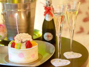 オプションのケーキとスパークリングワイン