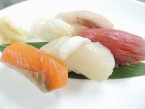 【7月限定】新鮮ネタ勢ぞろい!目の前で握る寿司をお楽しみください