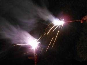 【夏休みの家族旅行の思い出に♪】函館の夜に、家族みんなで花火を楽しもう!