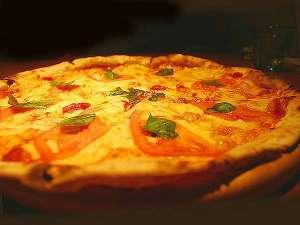 【4月限定】春野菜の焼き立てピザ レストランで焼き上げるアツアツをお楽しみください