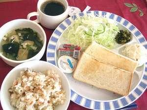 ご宿泊の全てのお客様に朝食無料サービスを実施しております。