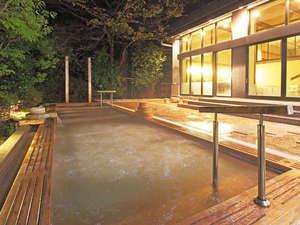 男性大浴場夜の露天風呂