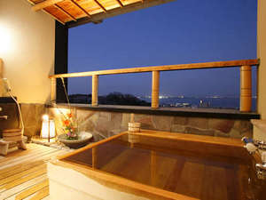 特別室:露天風呂からびわ湖の夜景を楽しむ