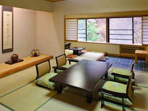 上屋敷 次の間、広縁付き客室 当館で最も広く、贅沢なつくりの上屋敷。全室が庭園側に面した間取り。
