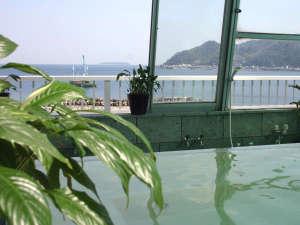 天気のいい日には三浦半島や遠く房総の山々まで望める屋上展望風呂*