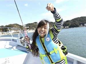 子供から大人まで楽しめる下田港内の船釣り!釣った魚は宿で食卓に!