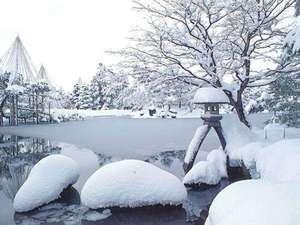 【兼六園】ゆったりとした時が流れる園内には四季折々の美しさが満ちています