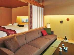【客室イメージ】ベッドとソファを配置した快適空間に加賀水引や加賀友禅をあしらいました