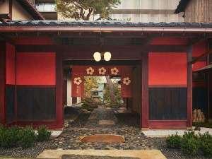 【外観】1624年創業、加賀藩前田家や美食家・北大路魯山人ゆかりの老舗旅館