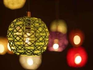 【加賀水引の灯り】6/1~8/31まで伝統工芸の加賀水引でつくられた幻想的な灯りが茶庭のテラスに登場