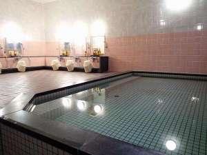 地下1階にある浴場は旅の疲れを癒してくれます。 利用時間:16:00~24:00、6:00~9:00 宿泊者無料