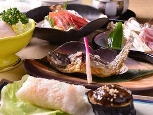 *お夕食一例/然別湖山麓の湧水で育成されたオショロコマをはじめ、地場食材の山海の幸をご賞味下さい。