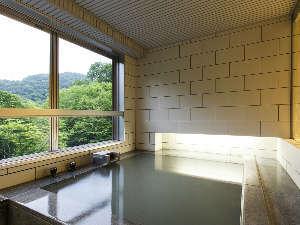 客室展望風呂~四季折々の景色を見ながら温泉をお楽しみください。