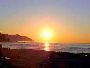 1月の朝日その1 生まれたての太陽1月は海から出てみえます。
