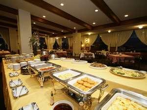 1階レストラン(夜撮影)