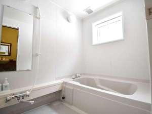 ・全棟共通/浴槽と洗い場が独立している広々バスルーム