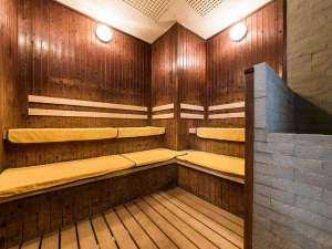 【大浴場】サウナも夜通しお入りいただけます。湯あたりには気を付けて。