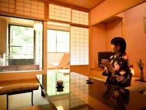 陶器のお風呂付客室「萌黄」で日頃の疲れを癒し下さいませ。