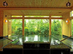 *広々とした内湯で、温泉をご堪能下さい♪