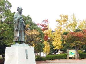 【千波湖】黄門様と秋の紅葉