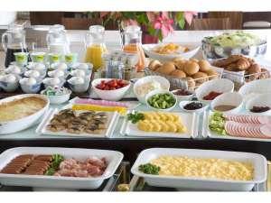 【朝食バイキング】お好きなものをお皿にのせてご朝食の時間をゆっくりと・・・