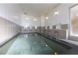 【大浴場】一日の疲れを癒す大浴場。男性のお客様のみご利用できます。