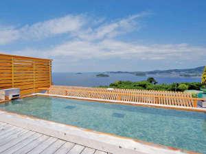 天空露天風呂《天音の湯》では三河湾の絶景を眺めながらのご入浴をお楽しみ頂けます。