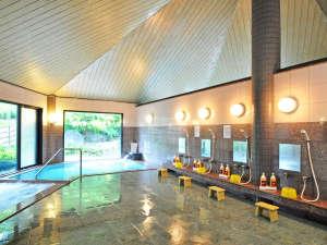 【大浴場】四季折々の景色を眺めながら日頃の疲れを癒してください♪