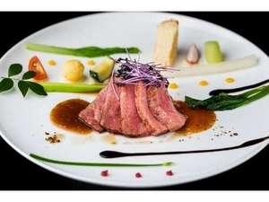 土佐黒毛和牛のステーキ 棚田風景をイメージした盛り付けもお愉しみ下さい。