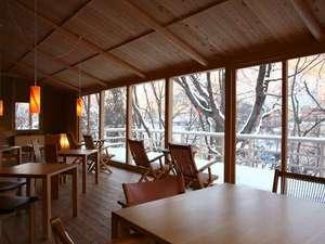 「森乃湯」の茶屋(お休み処)。雪降る季節の景観も情緒たっぷり。