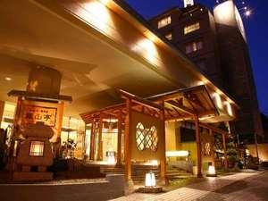 定山渓の高台に位置する安らぎの宿。札幌より便利な無料送迎バスも運行しています。