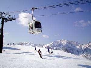 白山一里野温泉スキー場!当館目の前!徒歩1分でゲレンデへ!