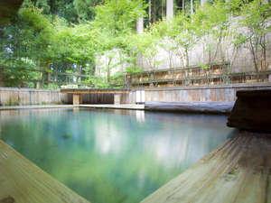 緑溢れる女子大浴場の森林浴露天風呂でマイナスイオンを浴びよう