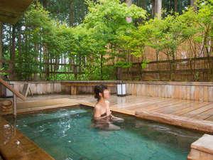 森林浴の楽しめる露天風呂でリフレッシュ