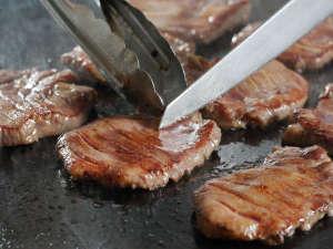 牛タンがさらに美味しく生まれ変わりました!歯ごたえ・旨みギッシリの厚切り牛舌。