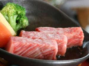 厳選した神戸牛の『木の葉鉄板焼』。口の中にじゅわっと広がる肉汁をご堪能ください。※イメージ