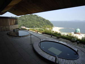 【露天風呂】西浦温泉一の高台にあるホテル東海園だからこその景色!絶景の露天風呂です。