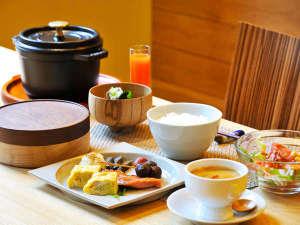 *ダイニングでの朝食♪朝から沢山食べてゆっくり12時まで・・・(一例)