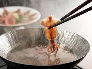プリッとした食感が楽しめる「ホタルイカのしゃぶしゃぶ」