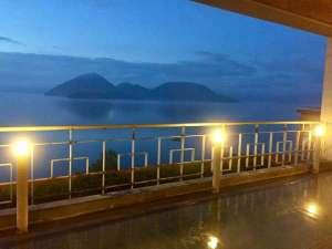 ◆西館8F「星の湯」~洞爺湖・羊蹄山が一望、とろーり・しっとりの美肌の湯~