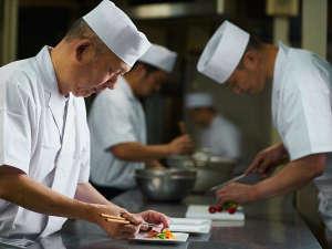 お料理は一品一品丁寧に取り扱っております。素材の良さを活かした料理をお楽しみください。