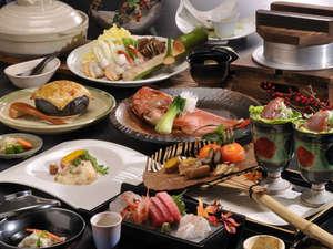 ご夕食は毎月替わる創作懐石料理。料理長のおもてなしを堪能下さい