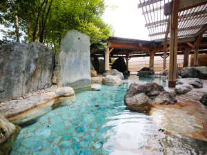四季の移ろいを感じられる庭園露天風呂