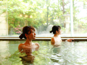 本陣大浴殿 内風呂はお子様もゆっくり浸かれる「低温風呂」があります。
