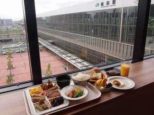 駅前広場・大雪山の移りゆく季節を感じながらご朝食をお召し上がりいただけます
