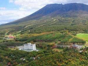 【外観 秋の紅葉】岩手山麓のリゾートホテル