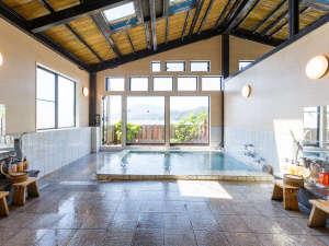 リニューアルした大浴場。一面の海原を眺めながら、ゆったりと湯船に浸かる贅沢・・・♪