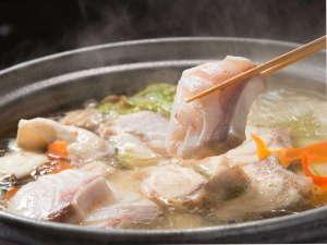 冬の味覚!天然「クエ」を大鍋で〆の雑炊までお楽しみください。