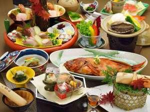 メインを4種から選べるプランの料理例(チョイス鮑陶板)金目鯛は2~4名で1匹です。